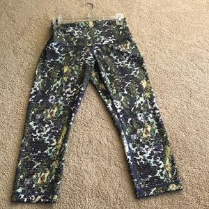 Lululemon high rise  size 6 crop
